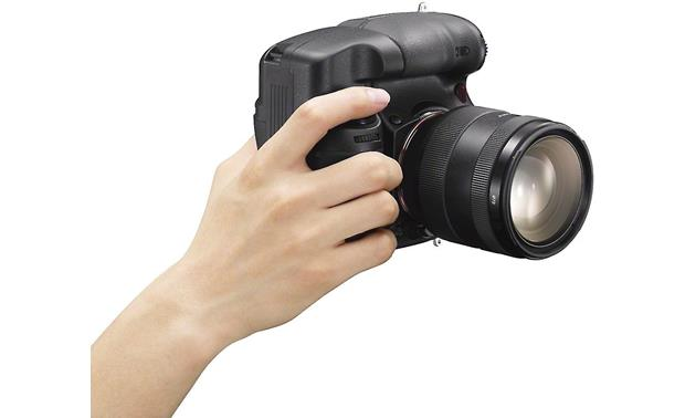 Sony VG-C77AM Provides a comfortable grip for vertical shooting