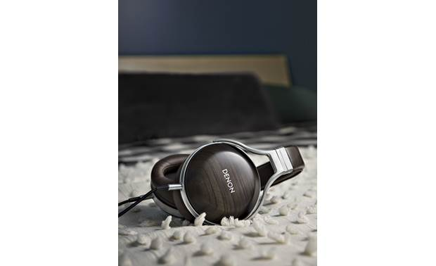 Denon AH-D5200 Plush blended-leather earpads