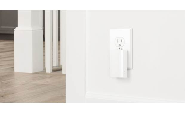 Ring Alarm Range Extender Extends the signal range by up to 250 feet to reach distant components