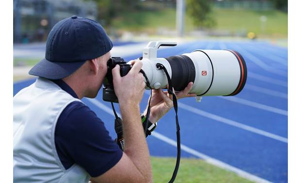 Sony FE 400mm f/2.8 GM OSS Shown in action