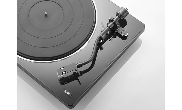 Denon DP-400 Curved tonearm tracks grooves precisely