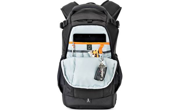 Lowepro Flipside 200 AW II Zippered rear compartment with tablet storage