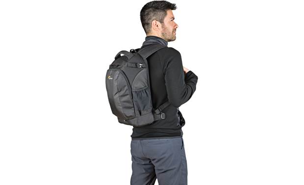 Lowepro Flipside 200 AW II Keep camera gear safe in a comfortable backpack