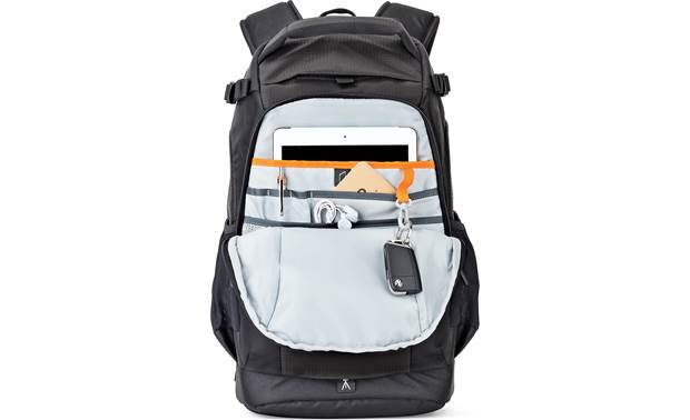 Lowepro Flipside 300 AW II Zippered rear compartment with tablet storage