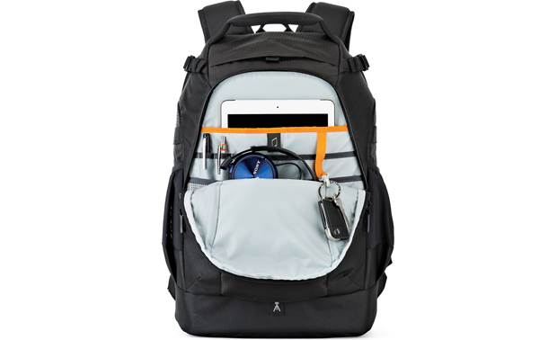Lowepro Flipside 400 AW II Zippered rear compartment with tablet storage
