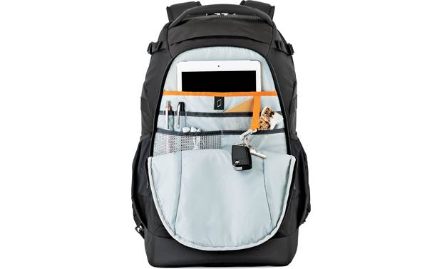 Lowepro Flipside 500 AW II Zippered rear compartment with tablet storage