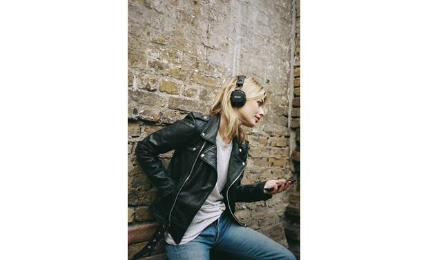 Marshall Major III Bluetooth® Music plays wirelessly from your phone