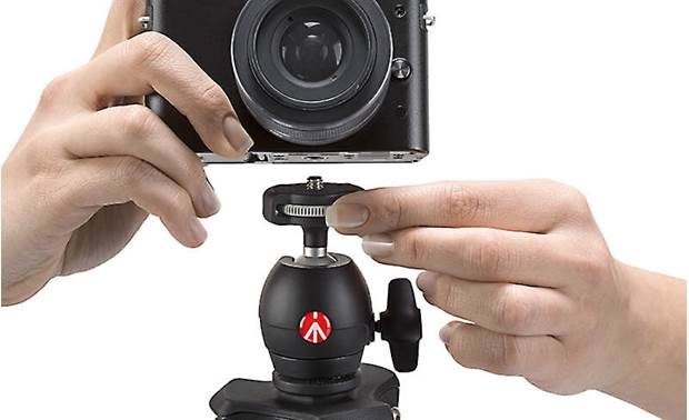 Manfrotto Compact Light Quick wheel attachment connects your camera in seconds