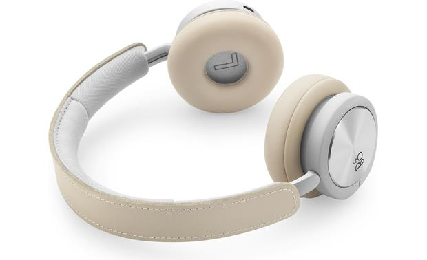 Bang & Olufsen Beoplay H8i Leather and aluminum construction