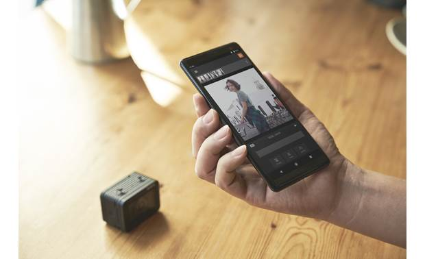 Sony RX0 II Sony's Imaging Edge mobile app lets you transfer images from the camera to your device