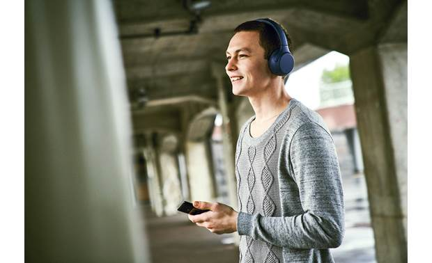 Sony WH-XB700 EXTRA BASS™ Music plays wirelessly via Bluetooth