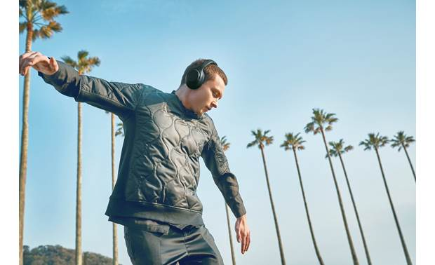 Sony WH-XB900N EXTRA BASS™ Streamlined design for on-the-go listening
