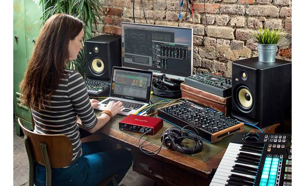 Focusrite Scarlett 8i6 (3rd Generation) Includes an impressive suite of bundled software
