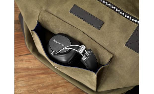 Bowers & Wilkins P7 Wireless Folding design for easy transport