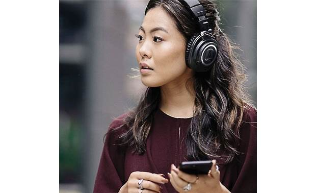 Audio-Technica ATH-M50xBT Music plays wirelessly from your phone