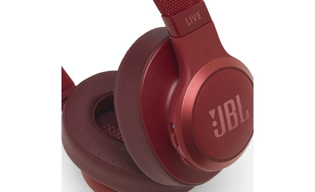 JBL Live 500BT Control buttons on right earcup