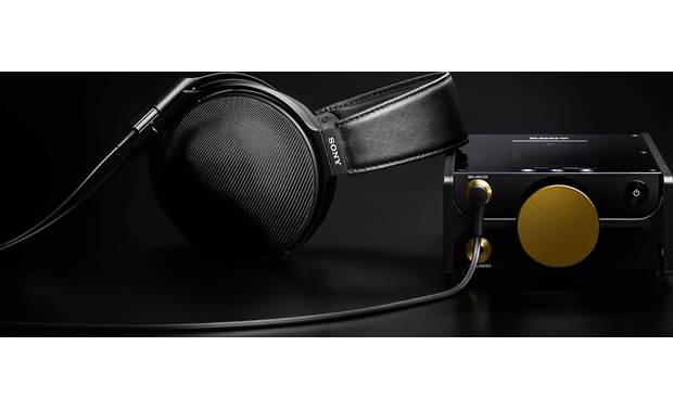 Sony DMP-Z1 Signature Series Balanced 4.4mm headphone output for use with premium Sony headphones (Sony MDR-Z1R over-ears not included)