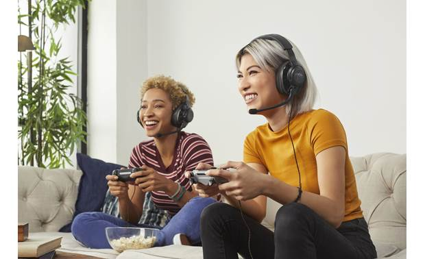 JBL Quantum 200 Connects to 3.5mm headphone jack at the bottom of most Playstation or Xbox controllers