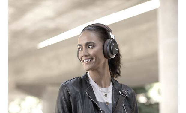Shure AONIC 50 Music plays wirelessly via Bluetooth