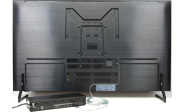 Samsung QN55Q900R A single ultra-thin cable connects the One Connect Box to the TV