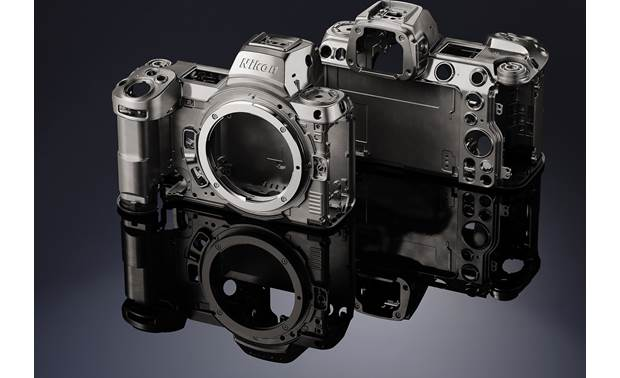 Nikon Z 7II (no lens included) A look at the front and back of this camera's sturdy magnesium-alloy frame