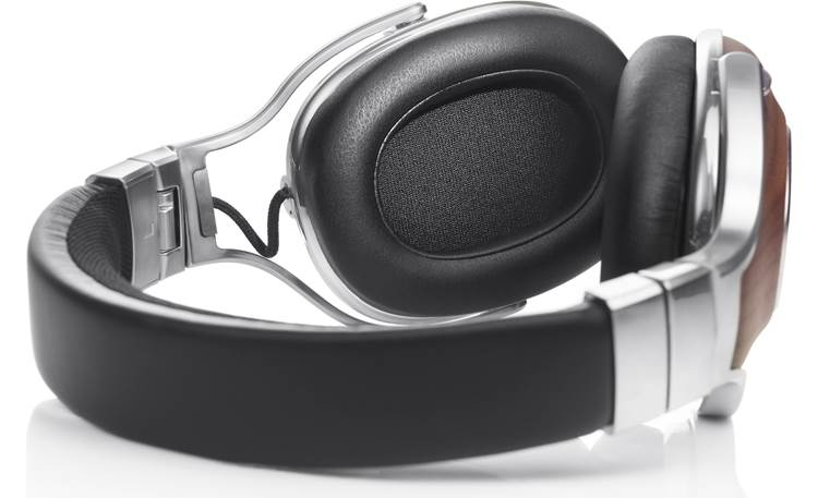 Denon AH-MM400 Music Maniac Well-padded earcups and headband for comfort
