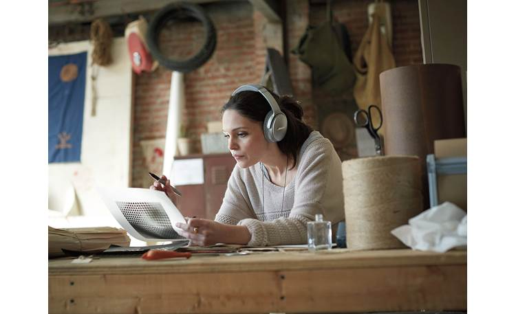 Bose® QuietComfort® 35 (Series I) Acoustic Noise Cancelling® wireless headphones Outside distractions melt away thanks to incredibly effective active noise cancellation