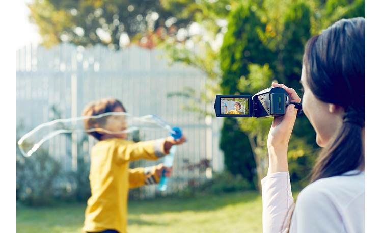 Sony Handycam® HDR-CX675 Capture memories in living color and sharp resolution