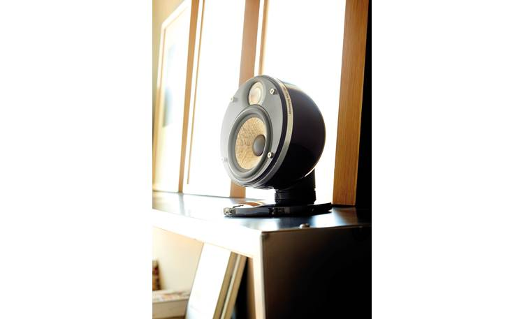 Focal Dôme Flax Ultra-compact design and integrated stand/mount