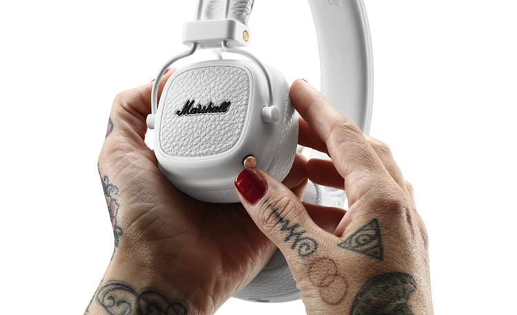 Marshall Major III Bluetooth® Crank up your music wirelessly using the earcup button