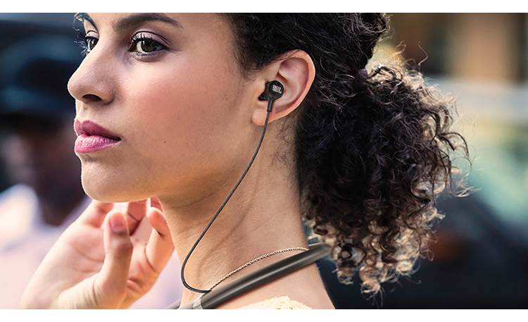 JBL Live 200BT Sturdy neckband rests on your shoulder, so your head can move around more freely