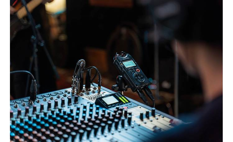 Tascam DR-40X Features 2 XLR/TRS combo inputs for connecting mics and line-level sources